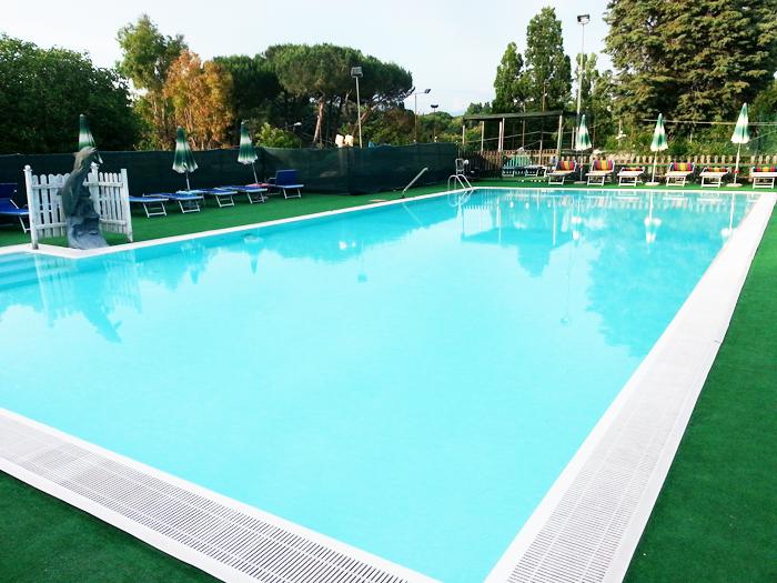 Costi piscine pareti curve piscina in cemento armato - Costi piscina interrata ...